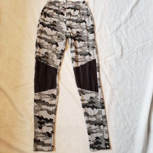 Pants - Grey Camo leggings with contrast knees, S
